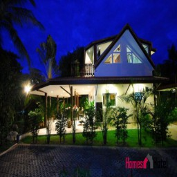 Luxurious 3 Bedroom Villa only 20m to the beach.